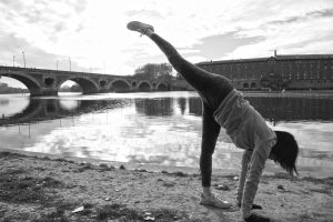 Variante de la posture pieds mains. Photo se Sabine Desprats Bologna